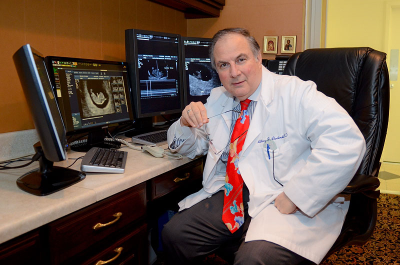 medical-it-radiologist-in-reading-room